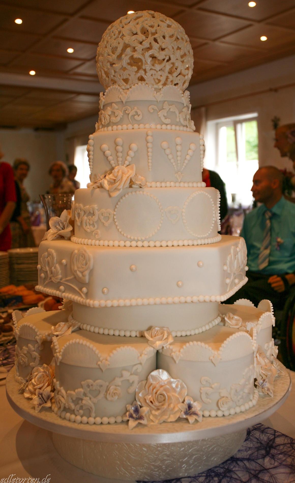Hochzeitstorte Dresden Munchen 6 Etagen Mit Barock Kugel